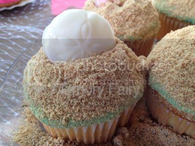 Sand Dollar cupcake image © 2012 The Memory Fairy